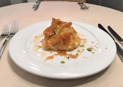 Сирене Бри в хрупкава кора с домашно сладко от смокини и шамфъстък